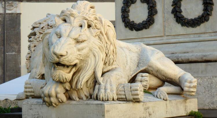 piazza martiri napoli leoni